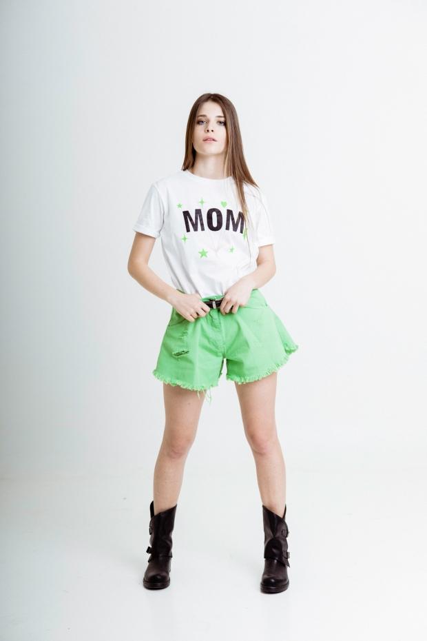 T-shirt with mom slogan print