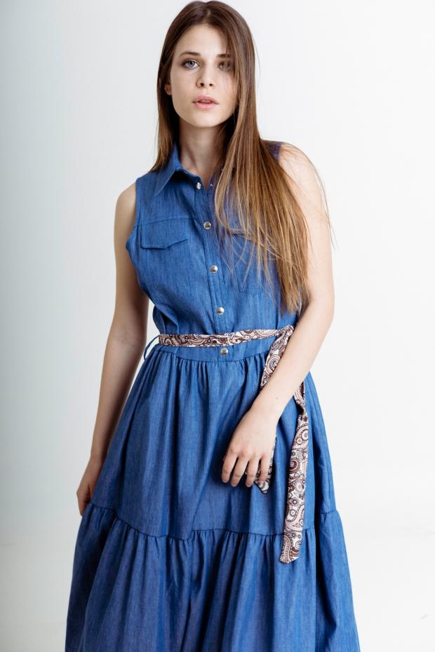 Long dress with waist belt